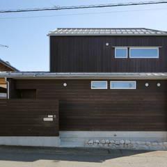 北面外観: 芦田成人建築設計事務所が手掛けた木造住宅です。