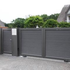 Modell Malmö - Toranlage aus Aluminium:  Vorgarten von Nordzaun
