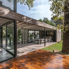 Detached home by Besonías Almeida arquitectos