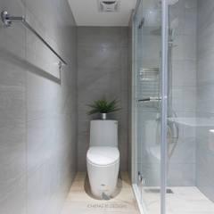 潤‧木光:  浴室 by 橙羿設計有限公司