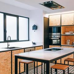 Reforma integral de vivienda en Elche: Cocinas integrales de estilo  de Oslätt