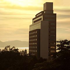 Centro Executivo Beiramar Continental - Foto para livro institucional 130 anos Hoepcke: Pavimentos  por Roger Engelmann  Fotografia