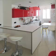 مطبخ ذو قطع مدمجة تنفيذ Studio Gentile,