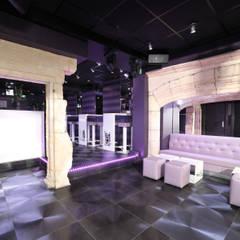 DISCOTHEQUE LE MENESTREL: Bars & clubs de style  par AGENCE DEL IN
