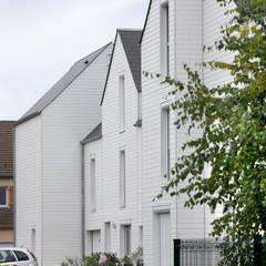 Casas multifamiliares de estilo  de EC-BOIS