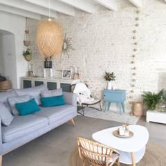 Rénovation d'une charentaise en pierres: Salon de style de style Scandinave par NE LE DIS A PERSONNE