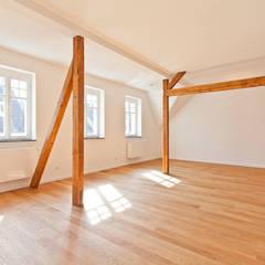 Essen: minimalistische Esszimmer von blunk + partner architekten