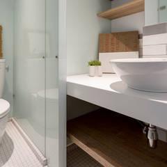 Baños de estilo  por 磨設計, Escandinavo Vidrio