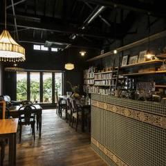 Cafe Franz Kafka: 山本嘉寛建蓄設計事務所 YYAAが手掛けたレストランです。