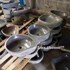 Kamienna umywalka z otoczaka w łazience - umywalki z kamienia: styl , w kategorii Piwnica win zaprojektowany przez Lux4home™