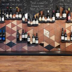 Woodwine: Bars & clubs de style  par ATELIER JMCA