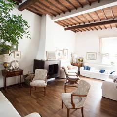Lucca: Couloir et hall d'entrée de style  par duesudue