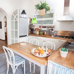 Lucca: Salle à manger de style  par duesudue