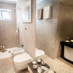 Lucca: Salle de bains de style  par duesudue