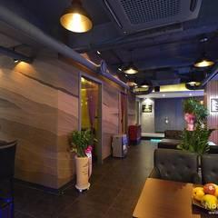 부산 모던바 인테리어,  'Coco Bar' - 노마드디자인: 노마드디자인 / Nomad design의  바닥