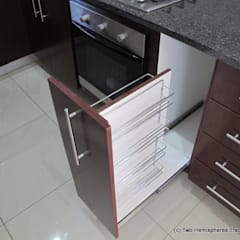 Midrand Site 1:  Built-in kitchens by Drake Williams Decor,