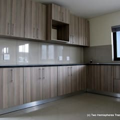 Midrand Site 2:  Kitchen by Drake Williams Decor