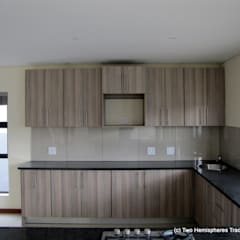 Midrand Site 2:  Built-in kitchens by Drake Williams Decor