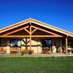 EC-BOIS | 100 projets | France + Benelux: Chalets & maisons en bois de style  par EC-BOIS