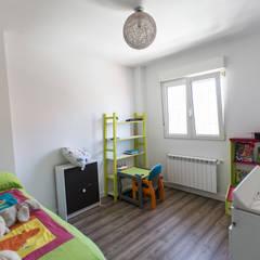 Reforma integral Pedrezuela Madrid por Vivienda Sana: Habitaciones de niños de estilo  de Vivienda Sana