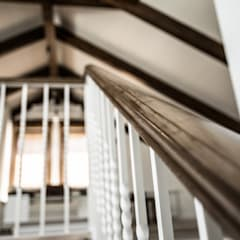 Reforma integral Pedrezuela Madrid por Vivienda Sana: Escaleras de estilo  de Vivienda Sana