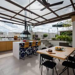 بلكونة أو شرفة تنفيذ Macro Arquitetos