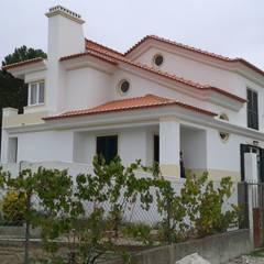 Moradia no Barreiro: Casas unifamilares  por Pedro de Almeida Carvalho, Arquitecto, Lda