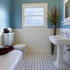 Đồ nội thất phòng tắm trang trí đơn giản tạo không gian thoáng đãng.:  Phòng tắm by Công ty TNHH Thiết Kế Xây Dựng Song Phát