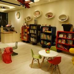 童裝服飾店:  商業空間 by 沐築空間設計,