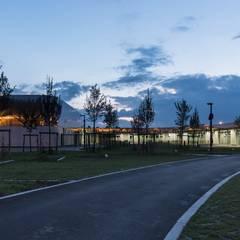 GROUPE SCOLAIRE_SAINT AMAND: Ecoles de style  par AVANTPROPOS