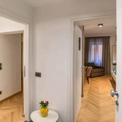 NAVONA ESSENCE HOTEL, Via dei Cappellari 24, Roma: Hotel in stile  di MT2R