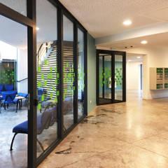 RESIDENCE ETUDIANTE_FAMARS: Habitats collectifs de style  par AVANTPROPOS