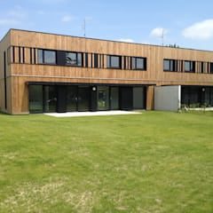 LOGEMENTS COLLEGE_VIEUX CONDE: Maison passive de style  par AVANTPROPOS