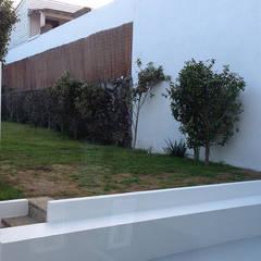 In53 Guest House – Habitação Unifamiliar + Guesthouse - Ponta Delgada - Açores: Jardins  por Triplinfinito arquitetura, design e vídeo Lda