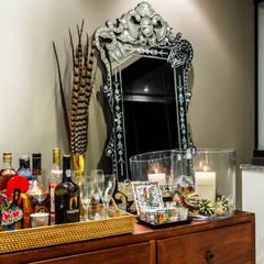 Apartamento Colors: Salas de jantar tropicais por DUE Projetos e Design