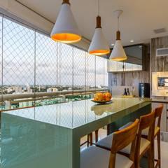 Apartamento Orquidea Cozinhas clássicas por DUE Projetos e Design Clássico Madeira Efeito de madeira