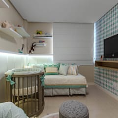 minimalistic Nursery/kid's room by DUE Projetos e Design