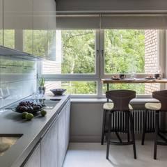 Квартира на Малой Филевской ул: Встроенные кухни в . Автор – Дизайн бюро Татьяны Алениной