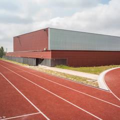 SALLE DE SPORT_MARQUISE: Stades de style  par AVANTPROPOS