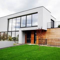 EC-Bois | Villa Carré | Bussy-Saint-Georges: Chalets & maisons en bois de style  par EC-BOIS