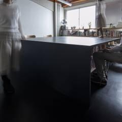 Katamari: 山本嘉寛建築設計事務所 YYAAが手掛けたオフィススペース&店です。