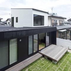 Roof by 山本嘉寛建築設計事務所 YYAA