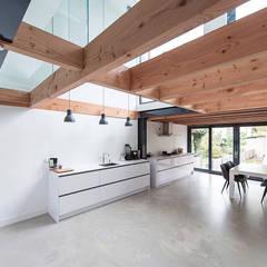 House Overveen:  Keuken door Bloot Architecture