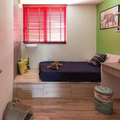 Phòng ngủ by 澄月室內設計