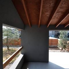 Jardines en la fachada de estilo  por ツジデザイン一級建築士事務所