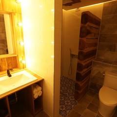 Bathroom by 쉬폰