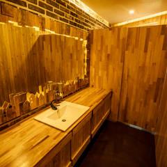 테쉬폰 카페 화장실: 쉬폰의  욕실