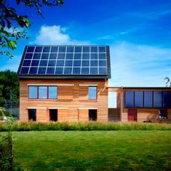 Vorbildlich ökologisch, wohngesund und intelligent - Hightech-Holzhaus:  Holzhaus von Gira, Giersiepen GmbH & Co. KG