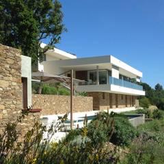 Villa F Cap Nègre: Villa de style  par Raphaël Henry-Biabaud