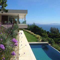 Villa F Cap Nègre: Jardin zen de style  par Raphaël Henry-Biabaud